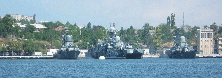 俄羅斯與烏克蘭船隻於克赤海峽動武,由強勢的俄國打傷對方,並擄走受傷水手,讓該海域...