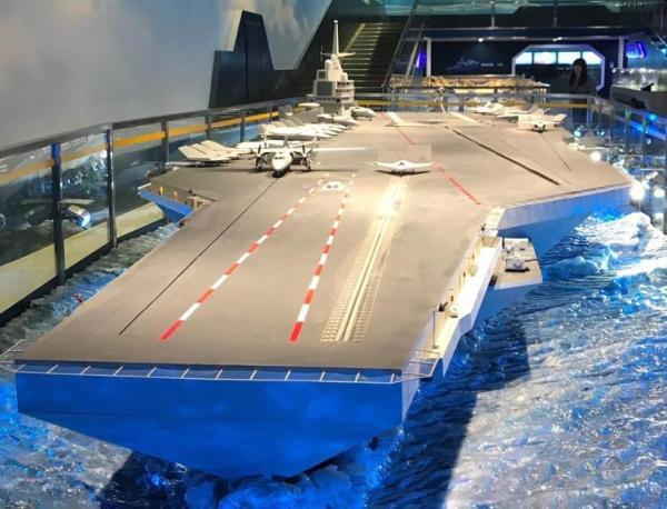 中共在慶祝中國人民解放軍建軍90周年主題展上展出的航母模型。(鳳凰網)