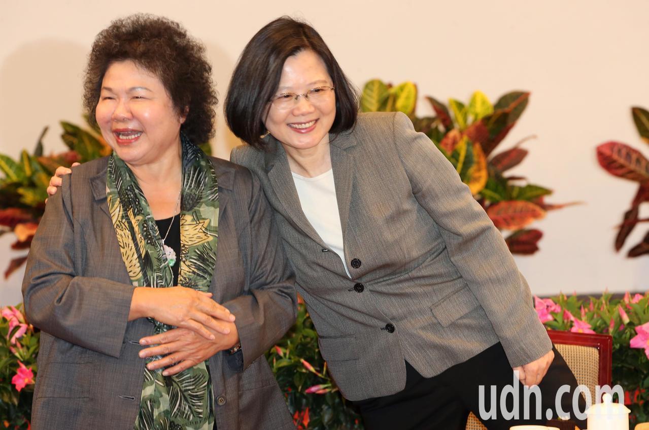 總統蔡英文(右)與總統府秘書長陳菊(左)。聯合報系資料照