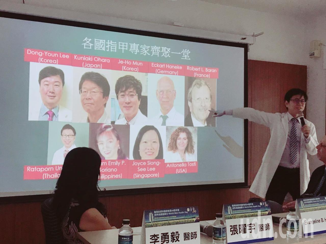 長庚醫院皮膚科主治醫師李勇毅(右)提醒,縱向黑甲症雖無需治療,但如果指甲縱紋變寬...