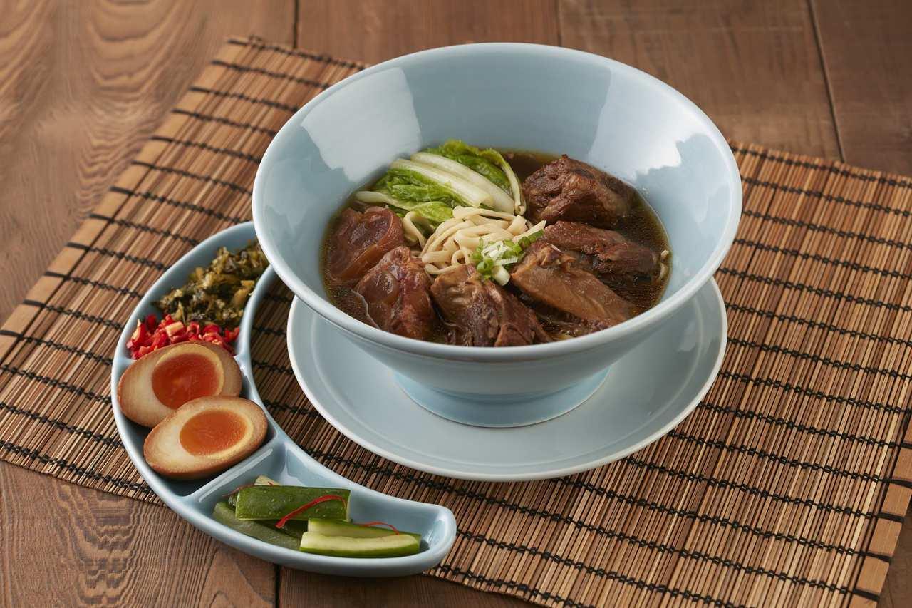 台北喜來登超夯的人氣牛肉麵,不用出門就可以一指點APP外送到家。圖/台北喜來登提...
