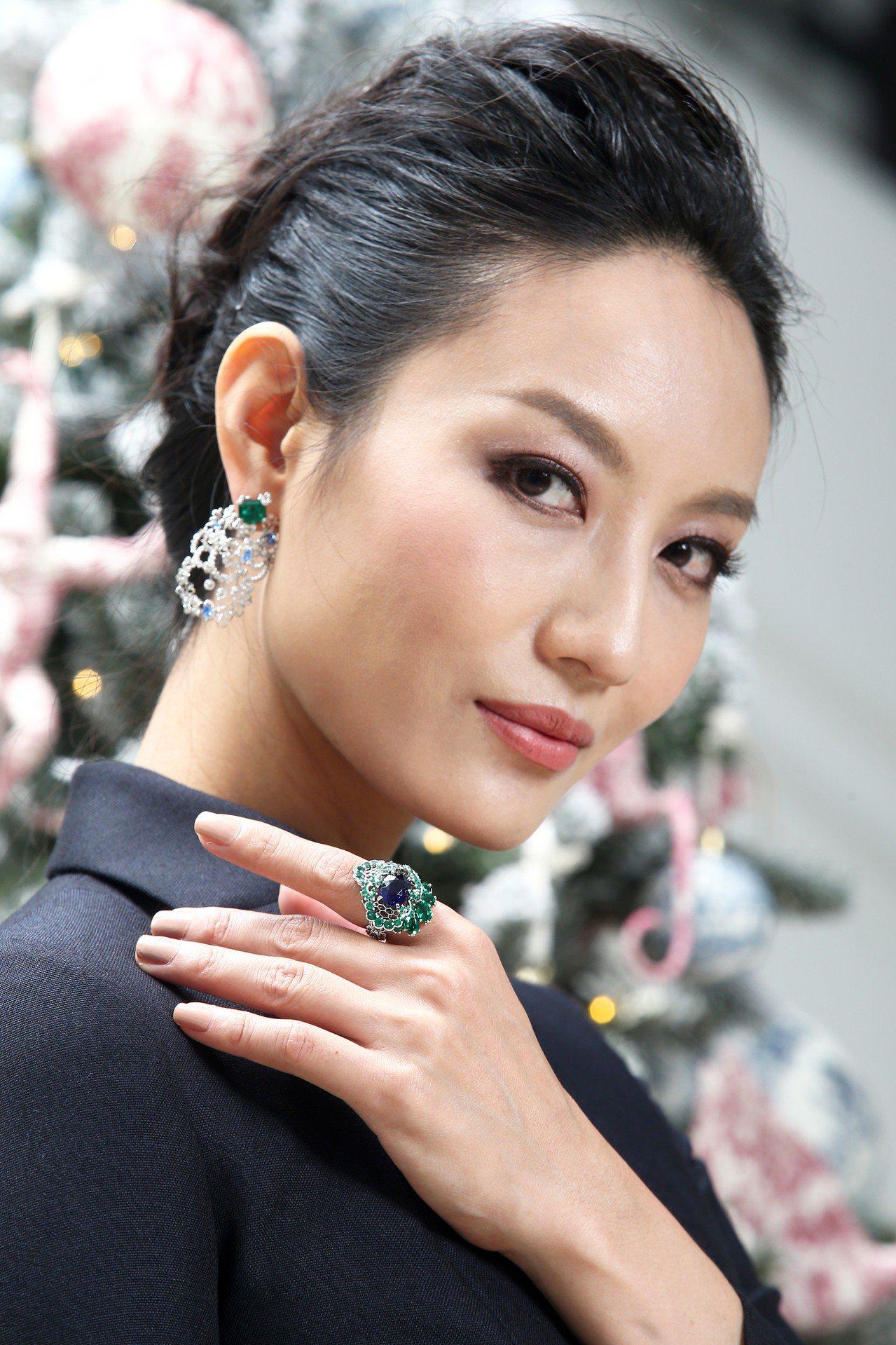 名模邱馨慧配戴Dior的Dior Dior Dior系列Dentelle Vel...