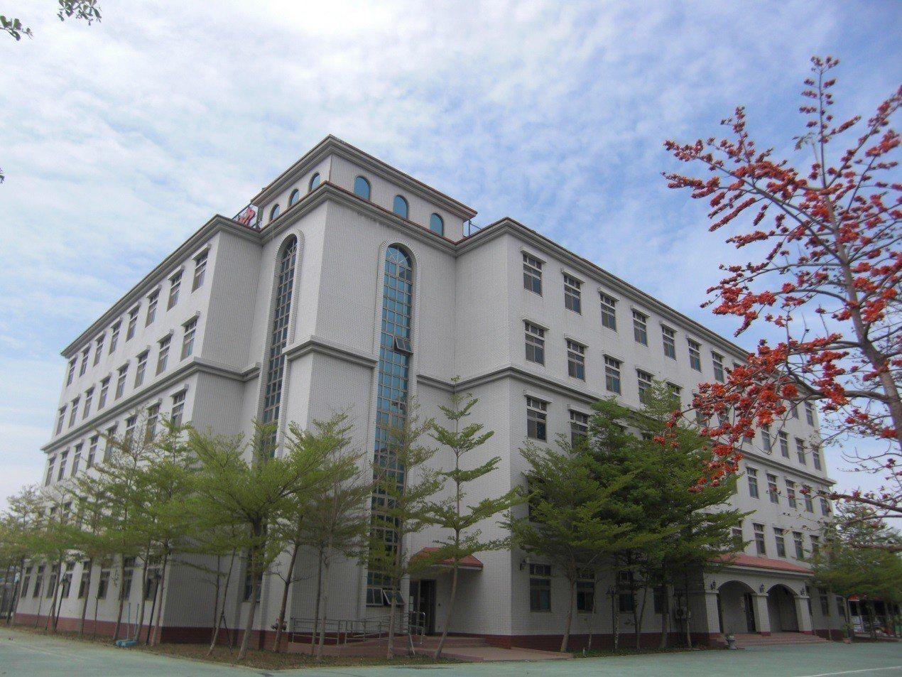 稻江管理學院將宿舍外觀打造成西班牙式建築。圖/取自稻江管理學院網站