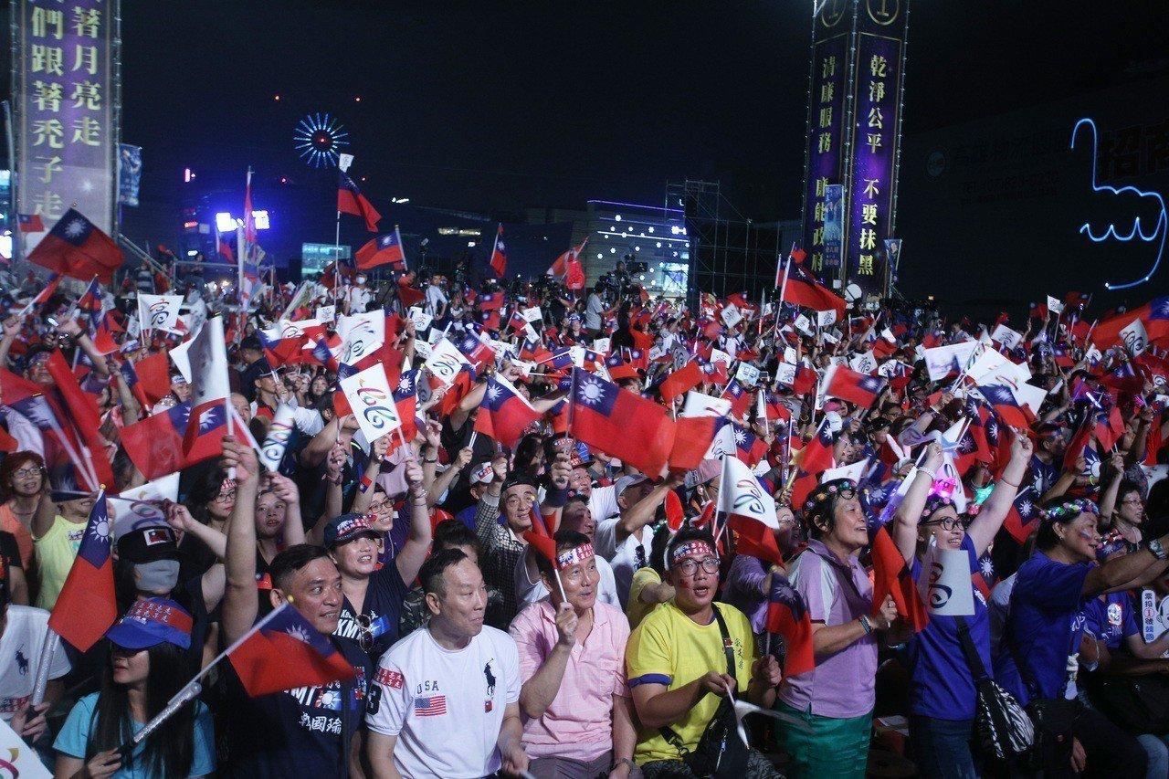 韓國瑜上周五在前鎮區辦選前之夜造勢。記者劉學聖/攝影