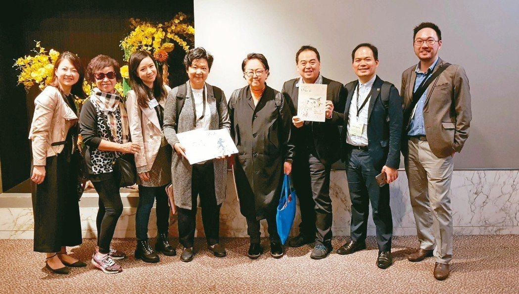 國內參與本屆樂齡科技博覽暨高峰會專家,包括裕隆公共事務部副理陳蔓嫻(左一)、聯合...