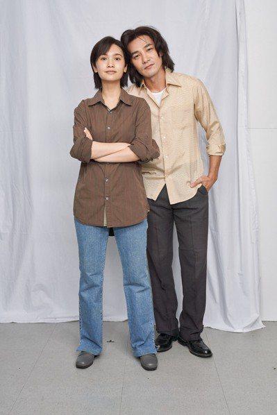 楊丞琳(左)和是元介合作「握三下,我愛你」 圖/中視提供