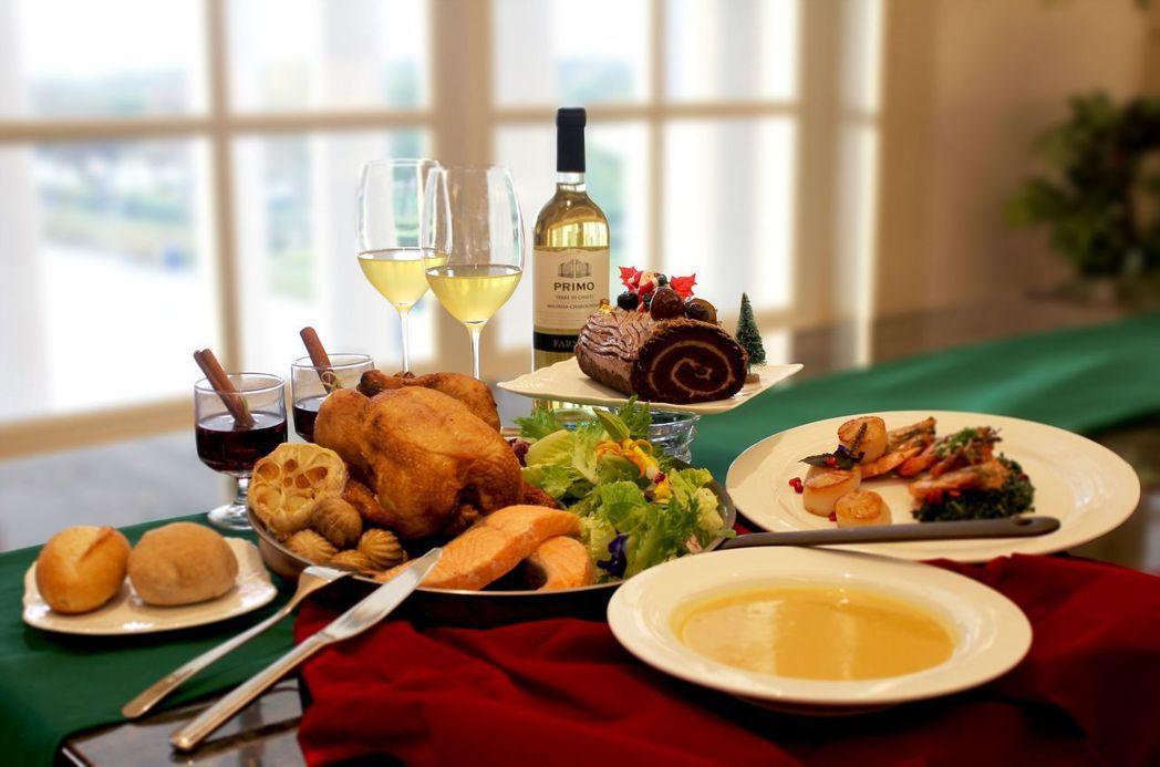 配合「聖誕周末」活動,館內「信息咖啡」推出「聖誕饗宴」。  奇美館 提供