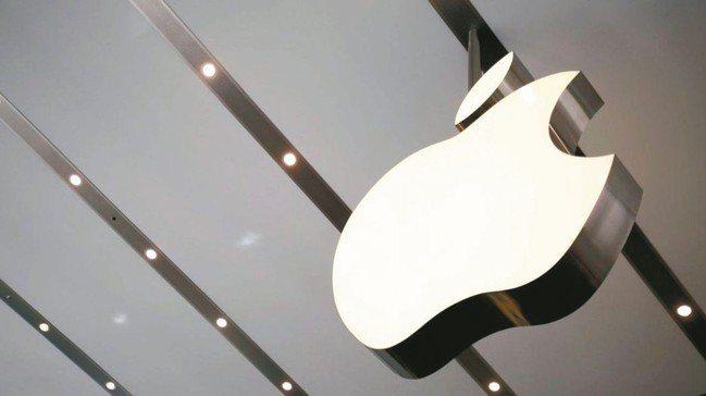 川普點名自中國進口的iPhone和筆記型電腦可能都在後續加徵的關稅之列,蘋果盤後...