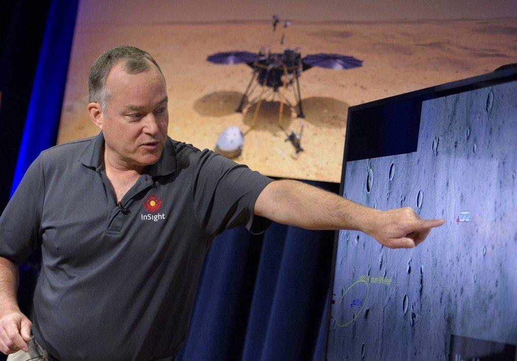 「洞察號」(InSight)今天成功降落火星表面,也順利回傳首張照片。 圖/美聯...