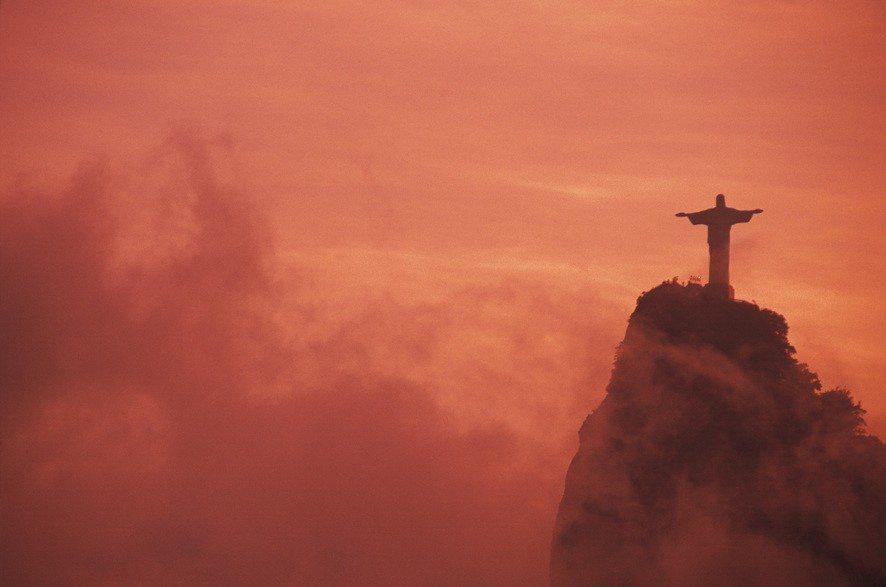 2017年有67%的受訪巴西人認為國家正在衰敗,在受調查的24個國家中,巴西人對...