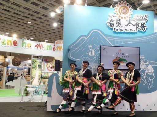 台灣原住民族文化園區至旅展現場表演,以族人的熱情帶動現場氣氛。 原民會/提供