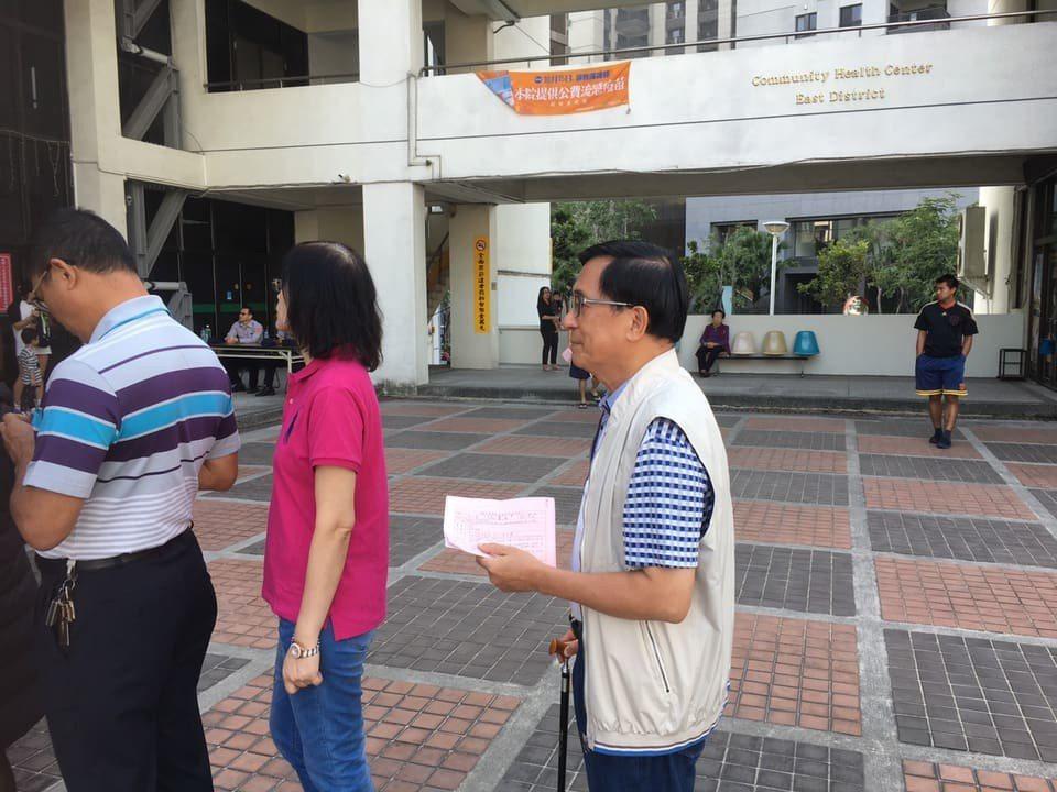 陳水扁選舉日當天上傳自己投票的照片,表示全程花了35分鐘。圖擷自 陳水扁新勇...