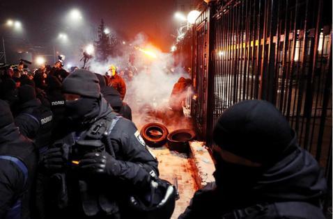 迫切的危機:預備俄軍入侵?烏克蘭頒布「30日戒嚴令」