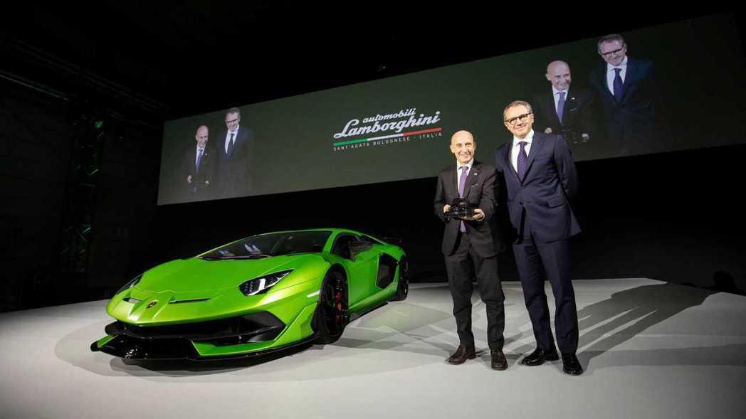 Lamborghini董事長兼首席執行長Stefano Domenicali(右...