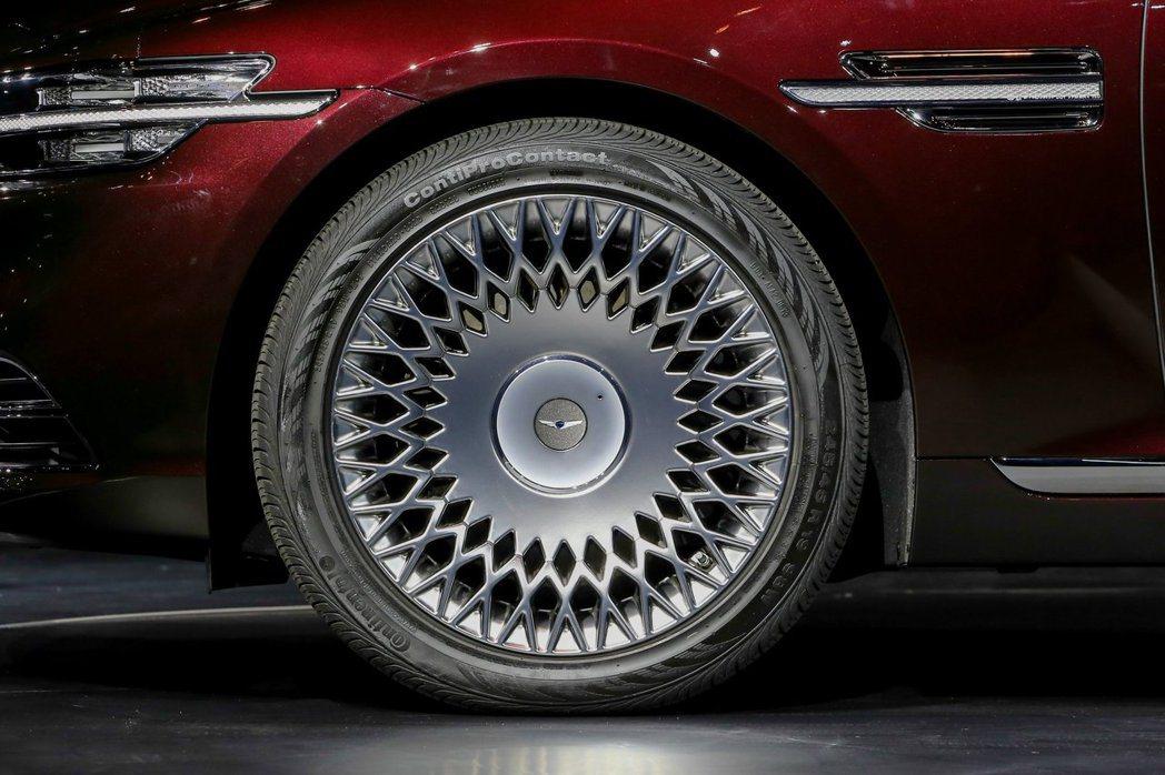 融入G-Matrix菱格紋元素的19吋特殊造型鋁圈。 摘自Hyundai