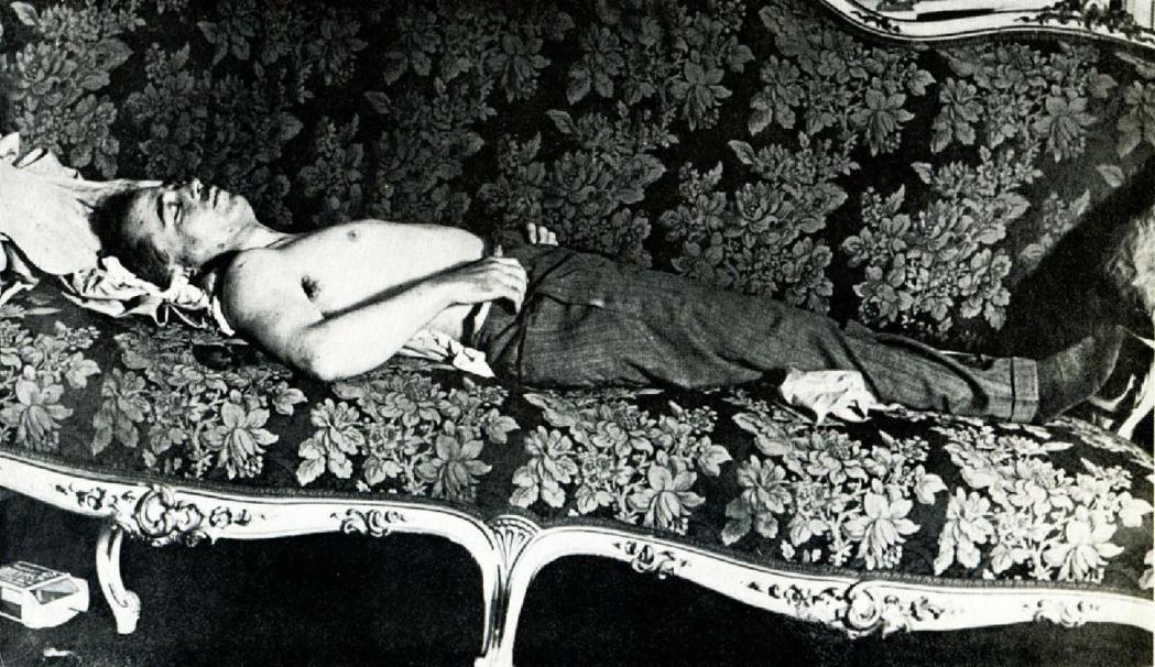 多爾夫斯以對社民黨的勝利結束第一回合...然後他就死掉了。圖為多爾夫斯被刺殺後的...