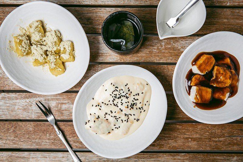鮮奶起士烤麻糬100元(中)/西式創意風味,創造出類似焗烤的鹹味。黃鶯粉白玉麻糬...