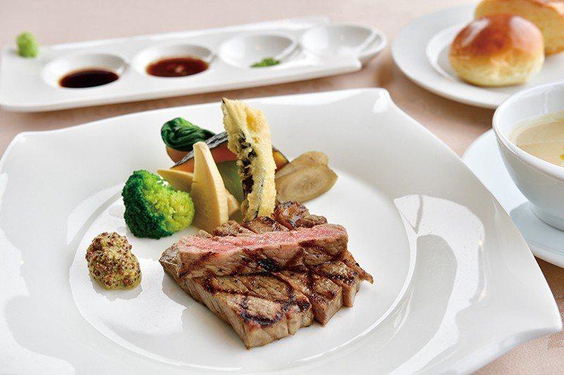 近江牛ステーキランチ(近江牛牛排午餐)¥4536/為引出近江牛原始的鮮甜, 不多...