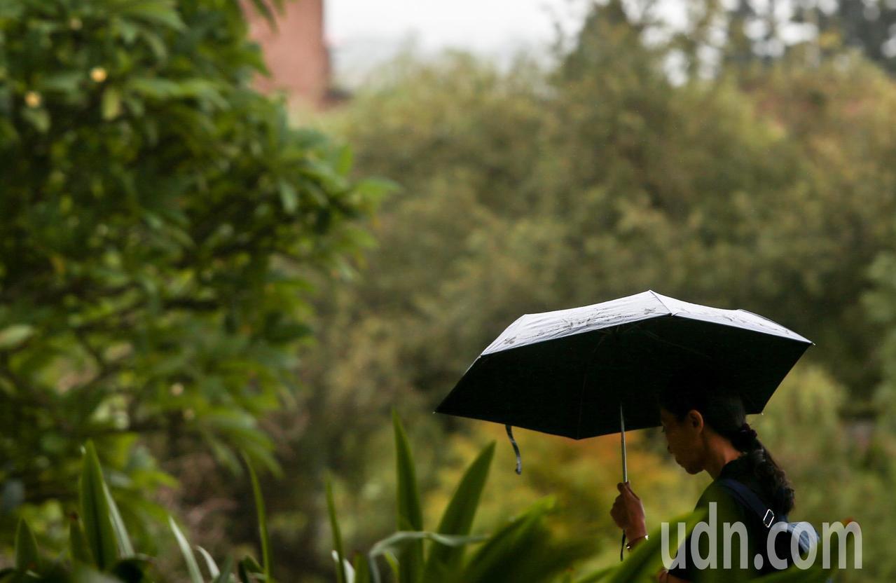 中央氣象局表示,周三、周四北台灣整天濕涼。聯合報系資料照
