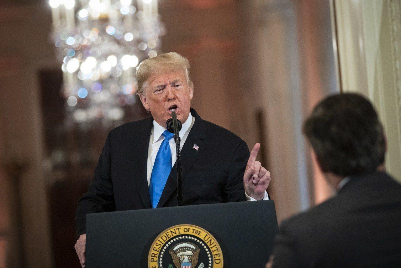 美國總統川普(左)不滿美國有線電視新聞網(CNN)的報導,有意另辦世界新聞網抗衡...