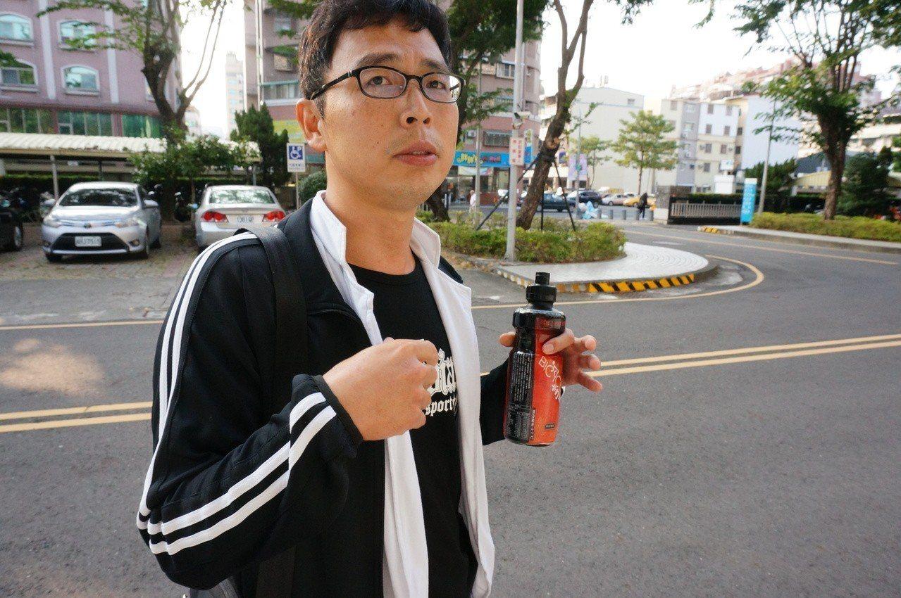 釀國道車禍6死的阿羅哈客運駕駛吳恊松,二審今天仍依業務過失致死罪判4年2月徒刑。...