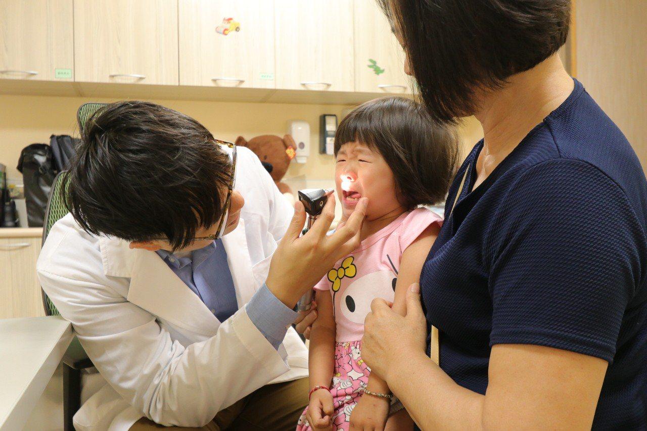 亞洲大學附屬醫院兒科部醫師陳劍韜說,孩子感冒若合併黃綠色鼻涕、咳嗽、發燒、喉嚨發...