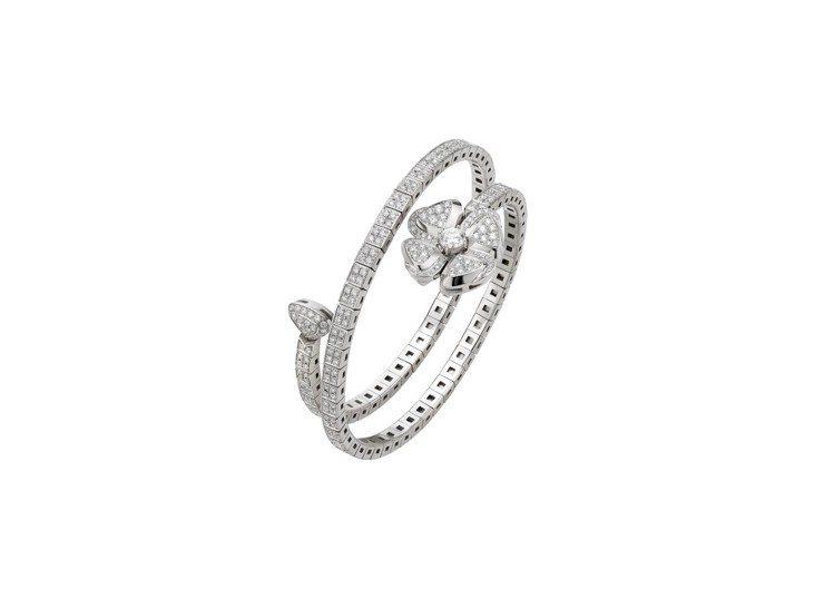 舒淇配戴的FIOREVER系列白K金鑽石手鐲,共分S、M、L三款尺寸,107萬2...