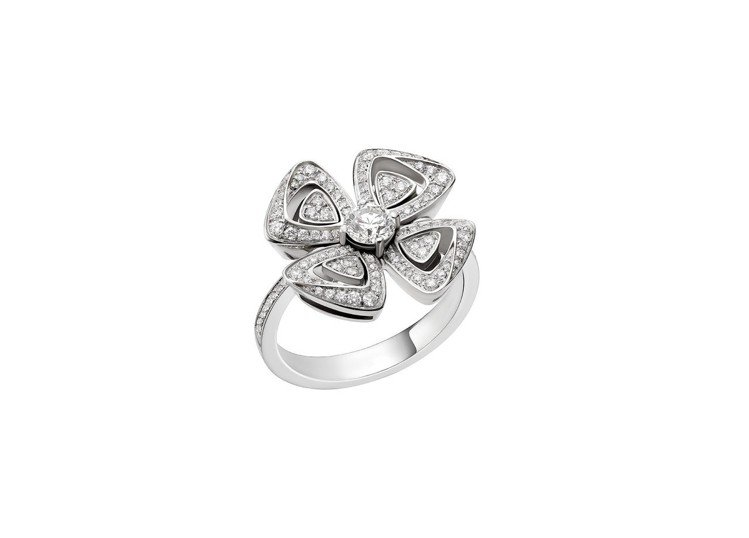 木村光希配戴的寶格麗FIOREVER 系列白K金鑽戒,27萬1,200元。圖/寶...