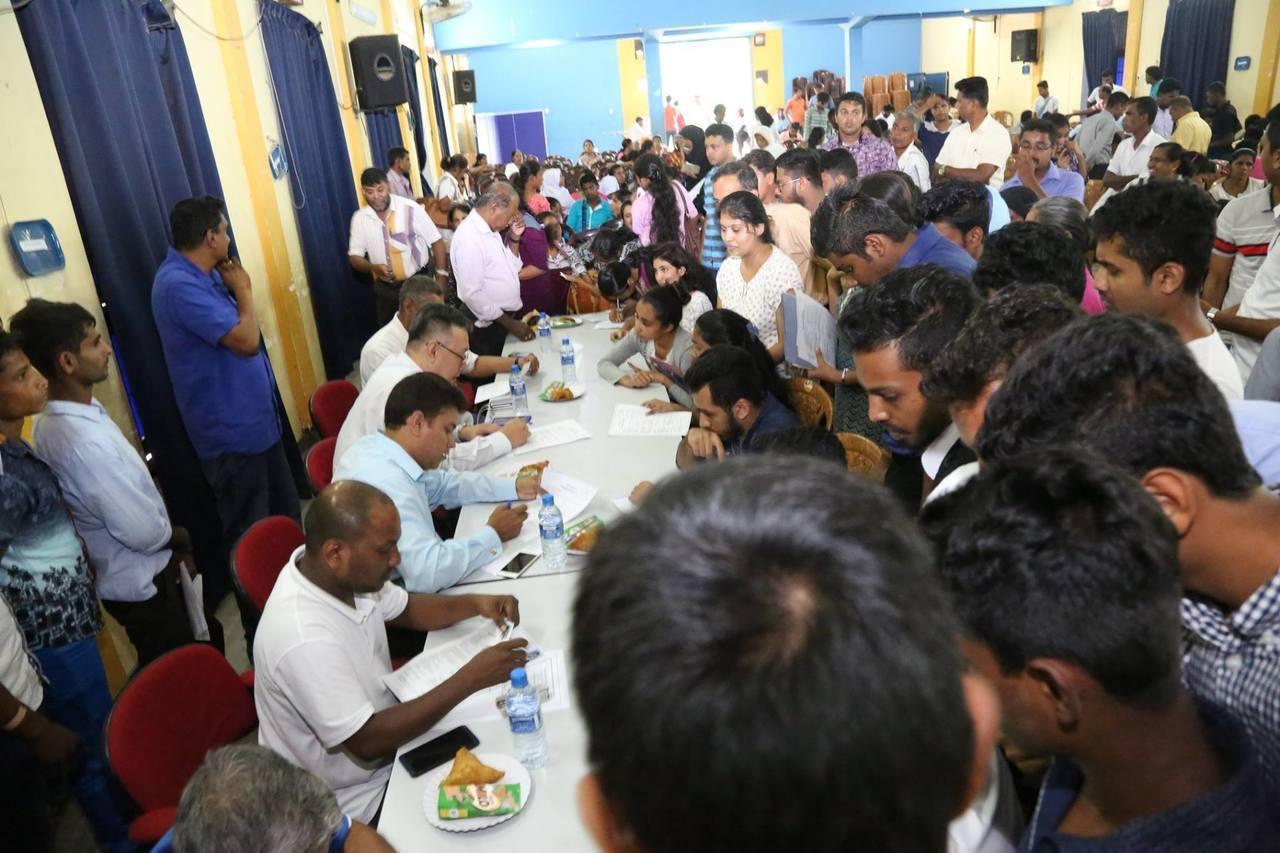 去年底康寧大學的「高層」、旅行社人員和斯里蘭卡政府官員等一行人,到斯里蘭卡7、8...
