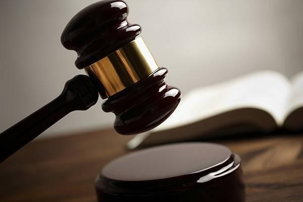 2名債主獲悉債務人有小三,逼他還錢和裸奔,被依妨害自由罪判刑。示意圖/Ingim...