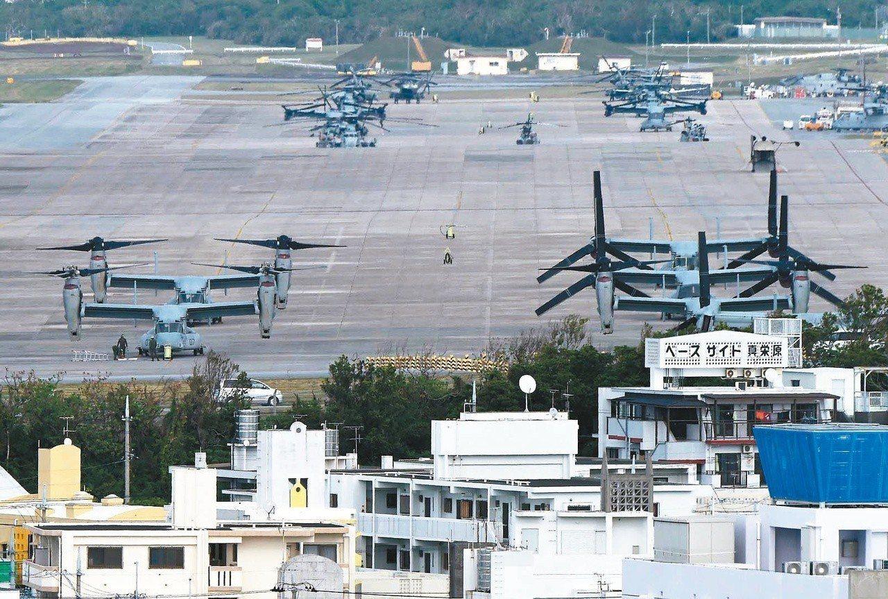 駐日美軍在沖繩的普天間基地緊鄰住宅區。法新社
