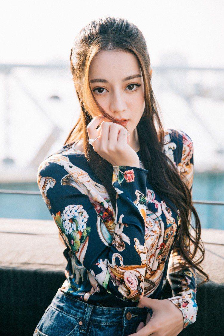 MIKIMOTO亞洲代言人迪麗熱巴配戴珍珠出席活動,展現優雅浪漫的迷人面貌。圖/...
