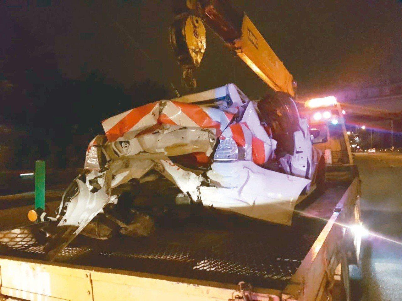 國道警察上周五凌晨在國一南下新竹湖口路段處理一起故障車輛時,遭後方休旅車高速衝撞...