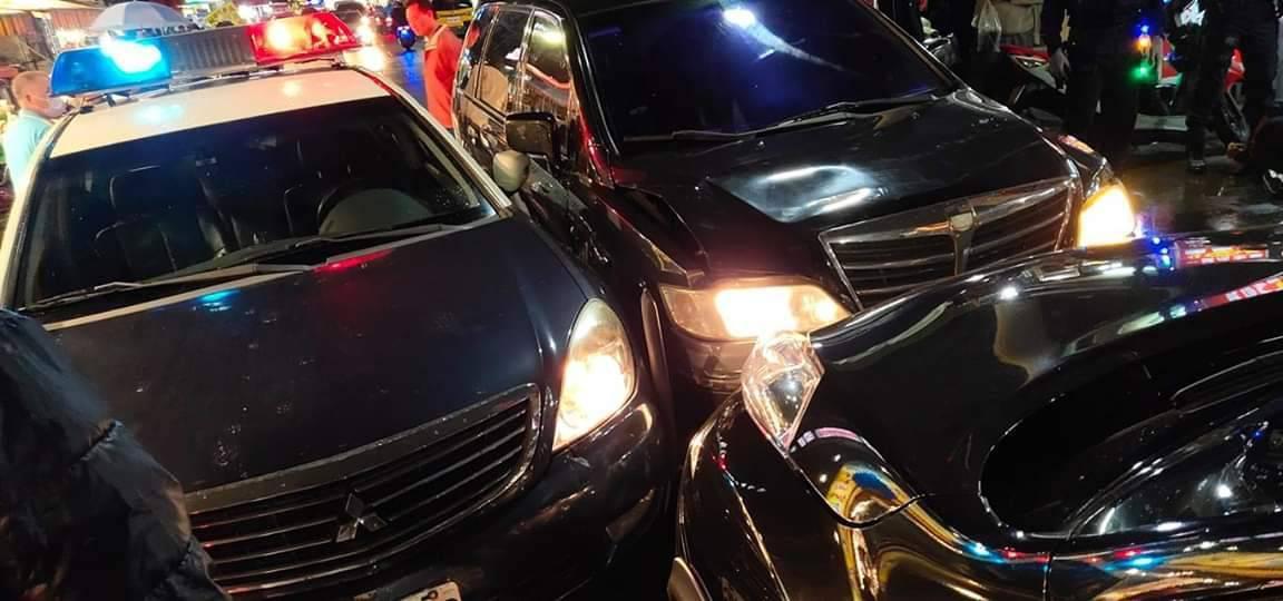 王姓毒品通緝犯開著車牌已經逾檢註銷的車輛趴趴走,警員要攔檢他加速逃逸還衝撞警車。...
