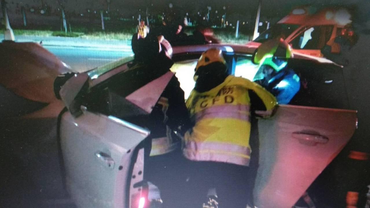 張男駕駛租來價值300多萬的奧迪名車,今天凌晨零時13分,在台中市環中區疑失神猛...