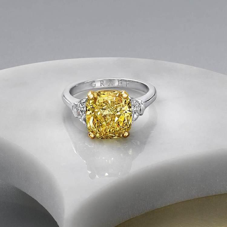GRAFF 5.02克拉枕形切割黃鑽戒指,價格店洽。圖/格拉夫提供