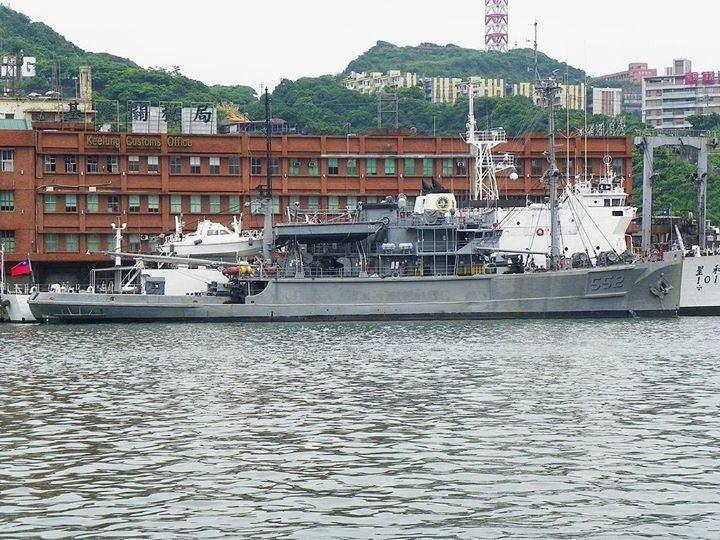 海軍在基隆港西一B碼頭長期部署一艘「大字號」拖救艦,擔任緊急戰備任務,待命執行遠...