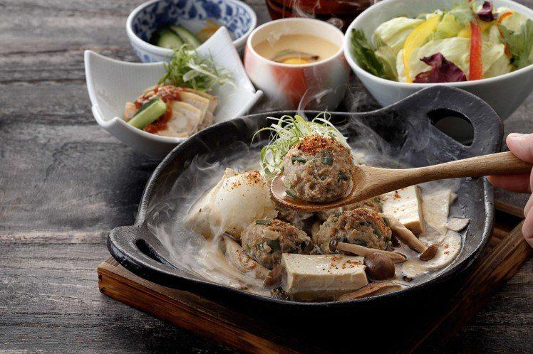 鳥丈新推出豬雞丸子野菇鍋膳套餐等不同冬季料理。圖/慕里諾集團提供
