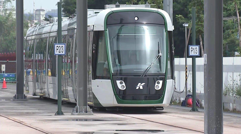 高雄環狀輕軌二階試車。圖/高巿府新聞局提供
