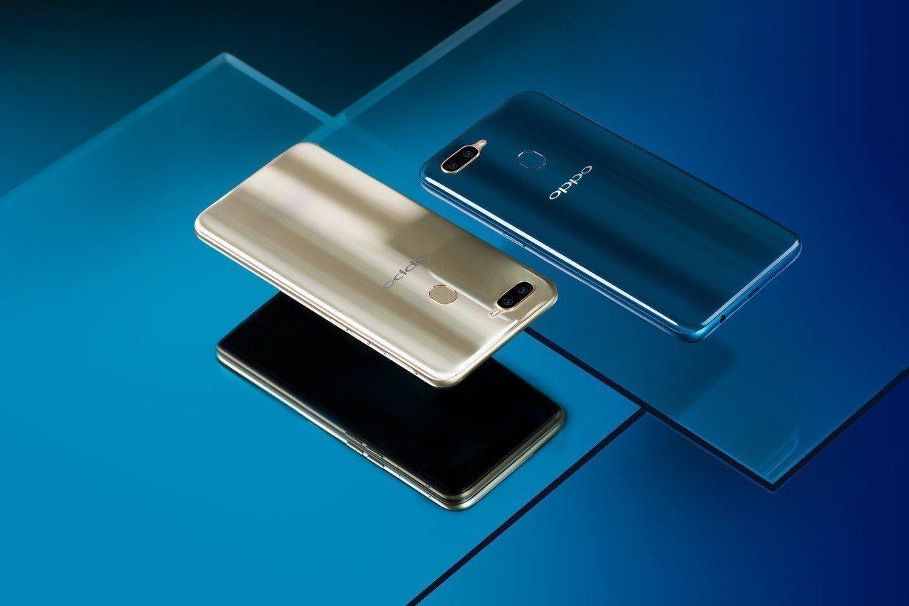 OPPO AX7在背面玻璃質感加入猶如孔雀羽毛般的細膩紋理, 轉動手機會折射出不...