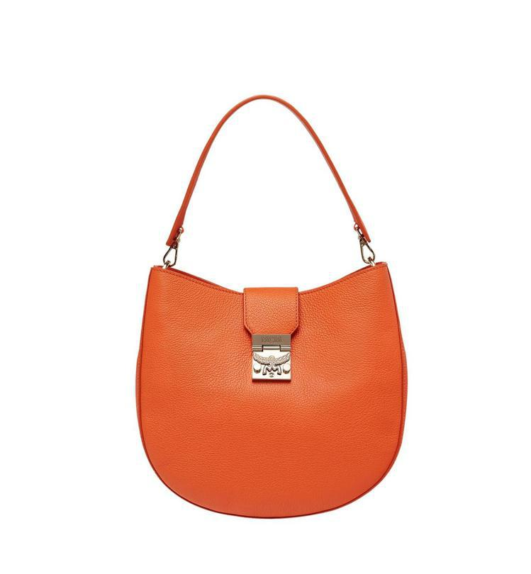 Patricia橙色新月包,售價32,500元。圖/MCM提供