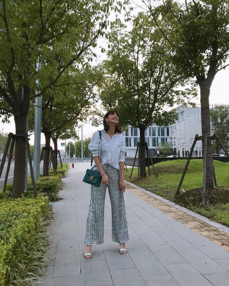陳庭妮選用MCM的Patricia包款展現都會悠閒的風貌。圖/MCM提供