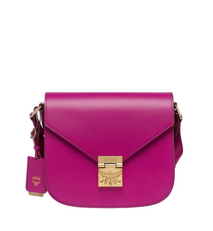 Patricia桃紅色肩背包,售價31,000元。圖/MCM提供