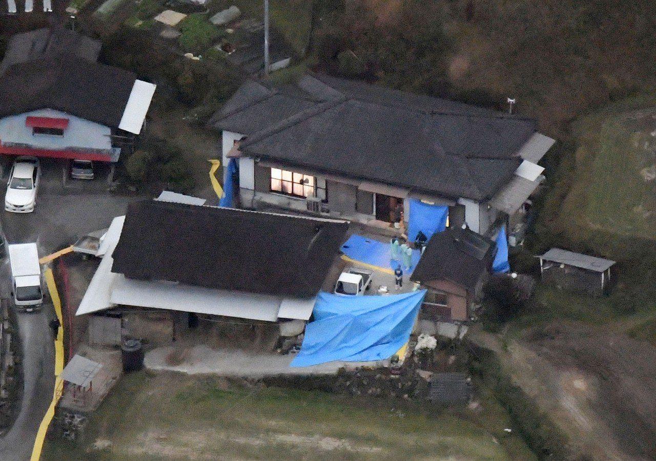 日本宮崎縣高千穗町發生7死命案,震驚這個寧靜的鄉間小村,圖為案發後警方封鎖現場蒐...