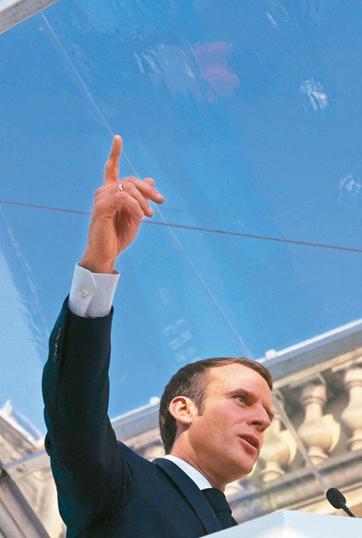 法國總統馬克宏廿七日在總統府公布能源轉型政策。 (歐新社)