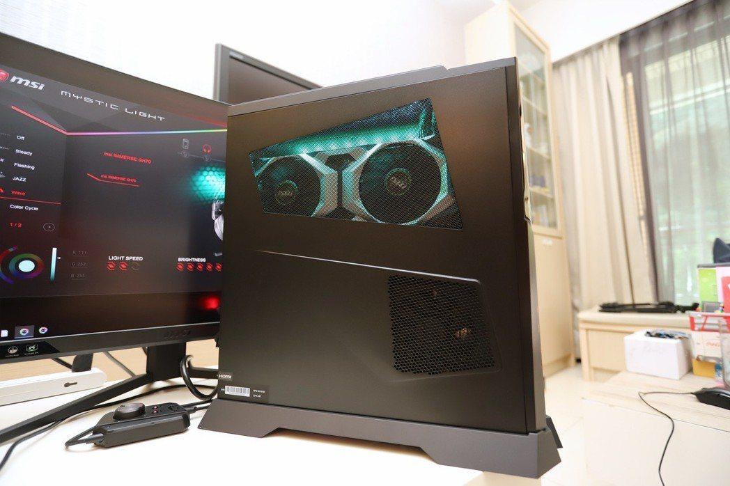 GeForce RTX 2080 8GB顯示卡配合RGB光源相當酷炫,隨機另贈側...