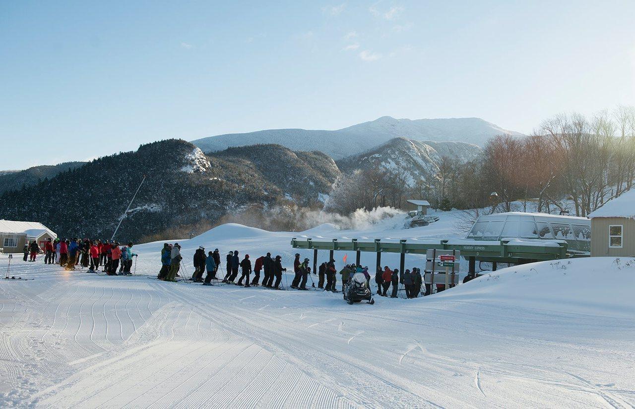由於今冬降溫降雪早,新罕布夏州多個滑雪場不僅較往年早開門,也傳出今冬滑雪季市場開...