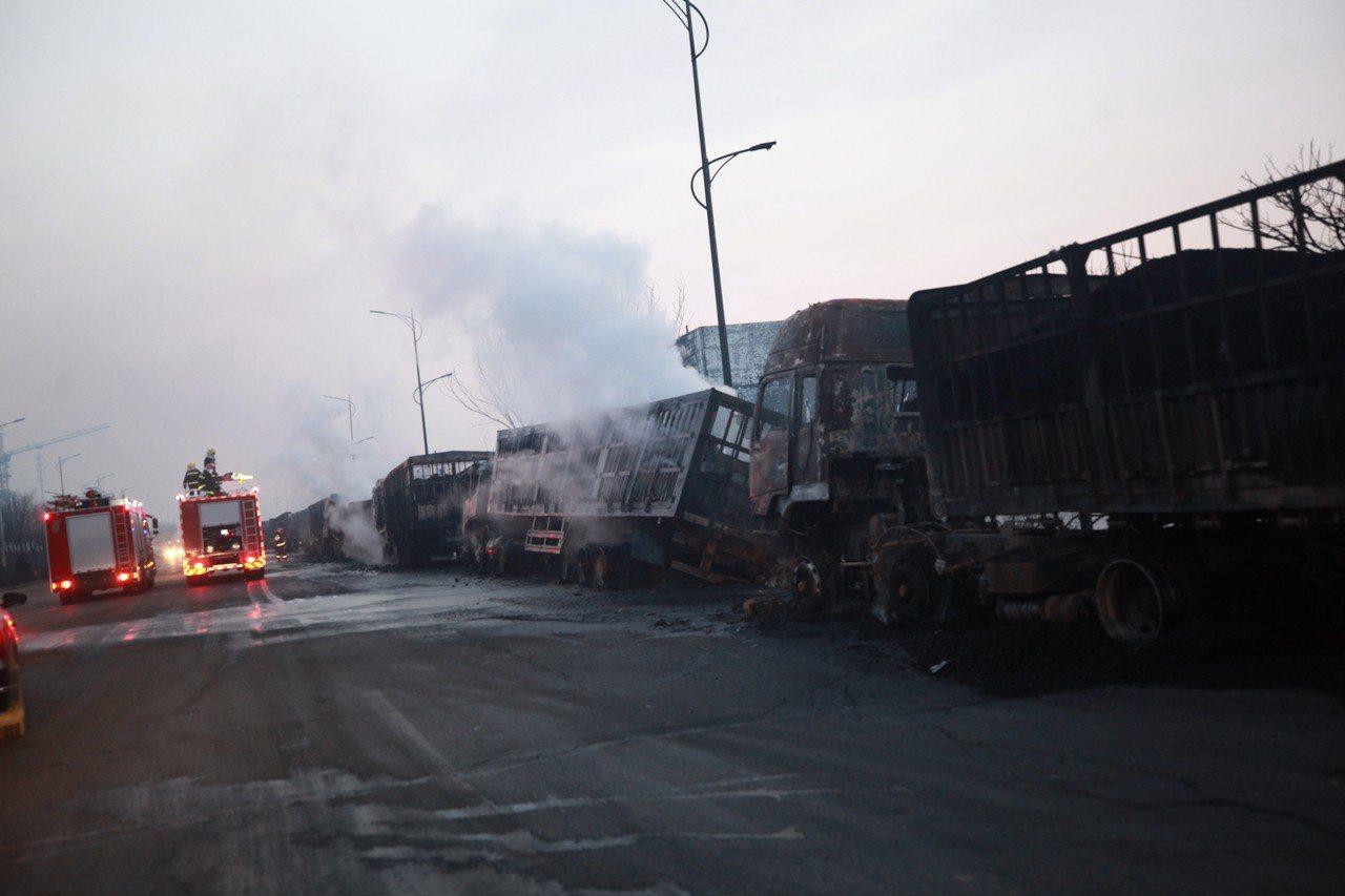 河北張家口化工廠附近爆炸「22死22傷」,50台車輛被燒毀。 新華社