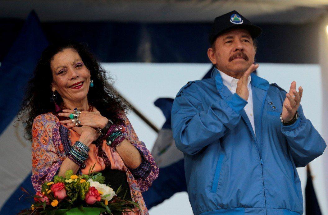 尼加拉瓜總統奧蒂嘉(右)及妻子兼副總統穆利優(左)。 路透社資料照片