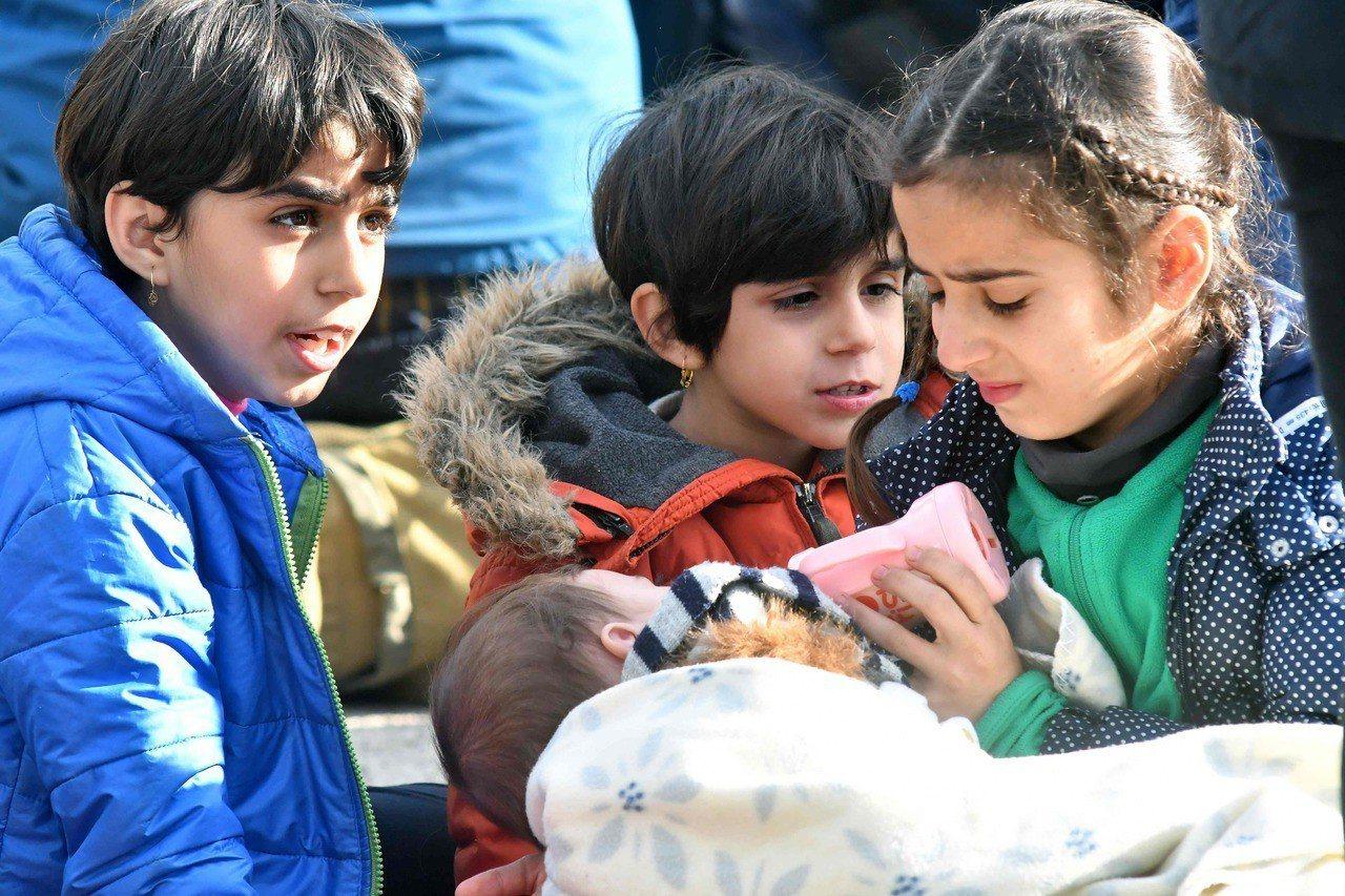聯合國兒童基金會警告,經費不足加上冬天來臨,恐讓中東和北非地區將近100萬名孩童...